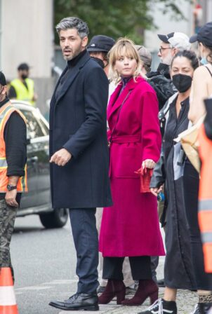Kaley Cuoco - Spotted shooting second season of 'The Flight Attendant' in Berlin