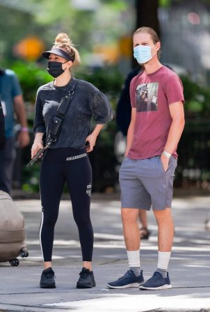 Kaley Cuoco - Steps out in New York
