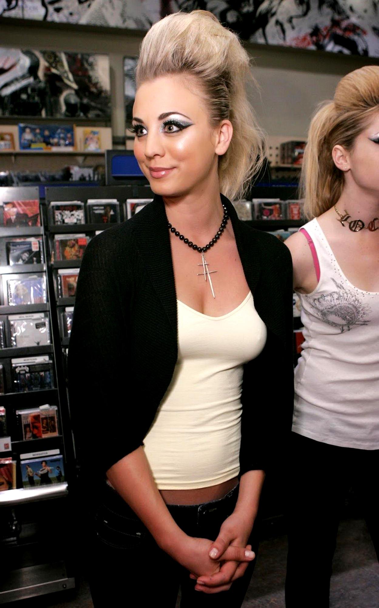 Kaley Cuoco 2015 : Kaley Cuoco: The Virgin Megastore RocknRoll Fashion Show (2006)-01