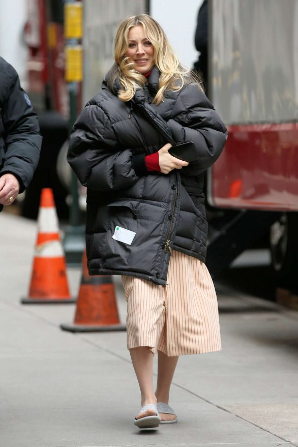 Kaley Cuoco - Walking to the set of 'The Flight Attendant' in New York