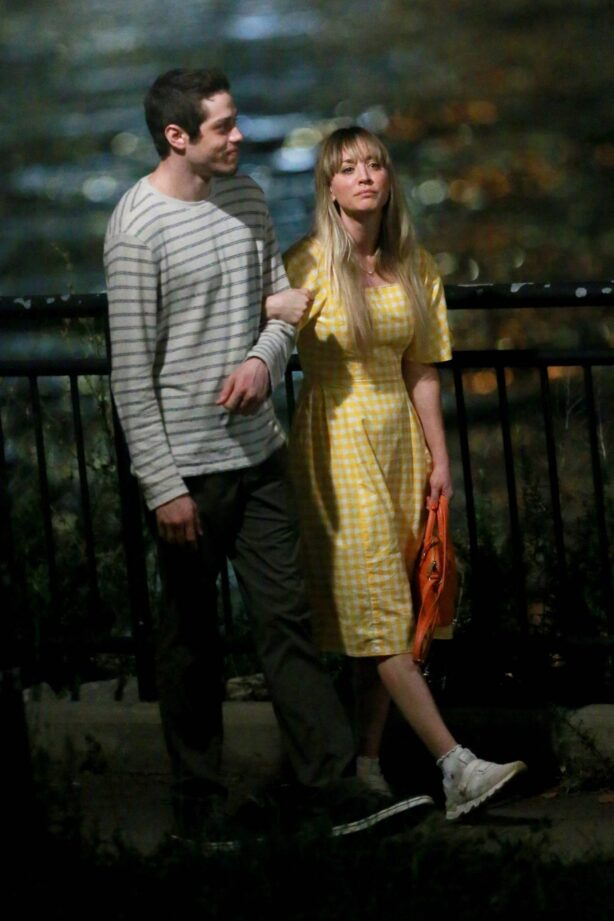 Kaley Cuoco - With Pete Davidson filming a night scene for 'Meet Cute' in Queens