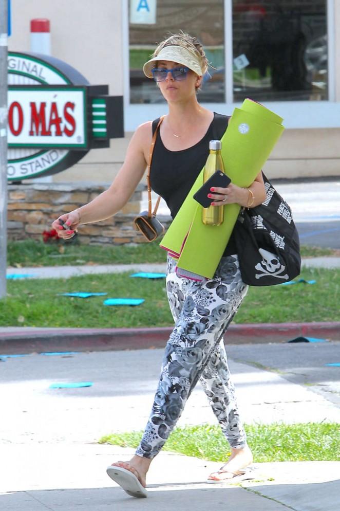 Kaley Cuoco in Leggings at Yoga Class -05