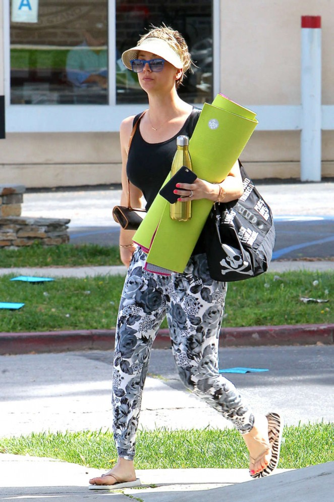 Kaley Cuoco in Leggings at Yoga Class in Hollywood