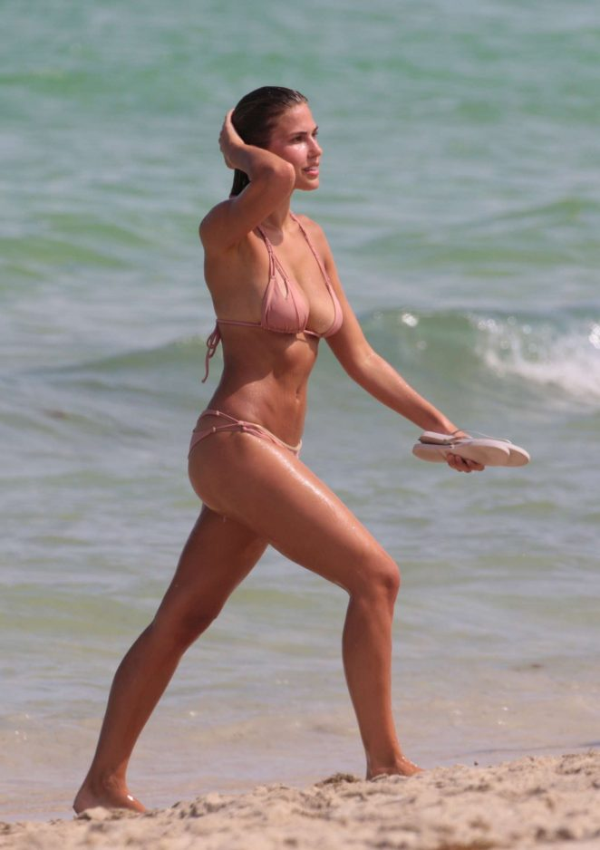 Kara Del Toro in Bikini Hot Photos  Pic 6 of 35
