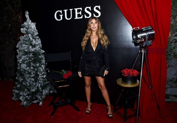 Kara Del Toro - Gæt kick-off feriesæsonen i Los Angeles