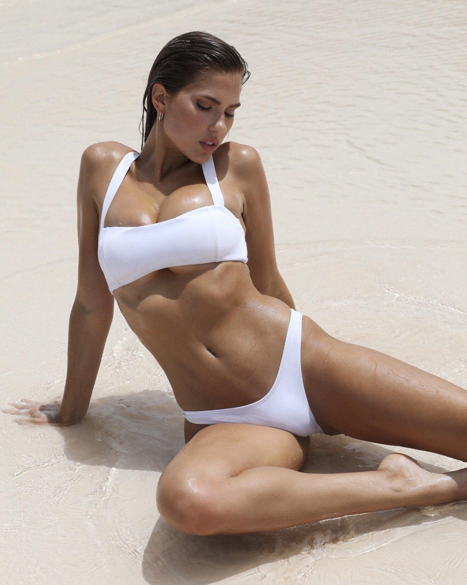 Bikini Instagram Models Flaws: Kara Del Toro In Bikini