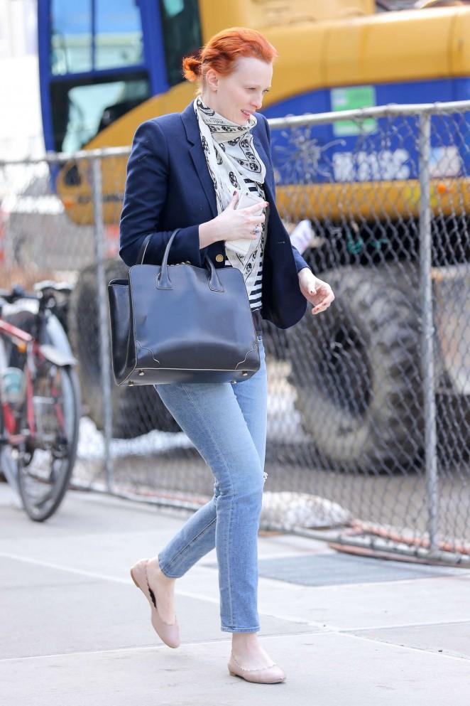 Karen Elson in Jeans -01
