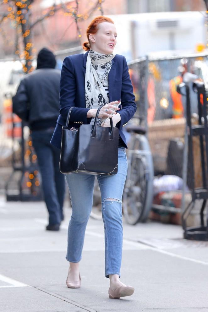 Karen Elson in Jeans -09