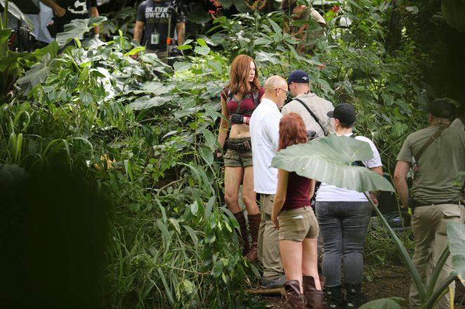 Karen Gillan - Filming 'Jumanji' in Honolulu