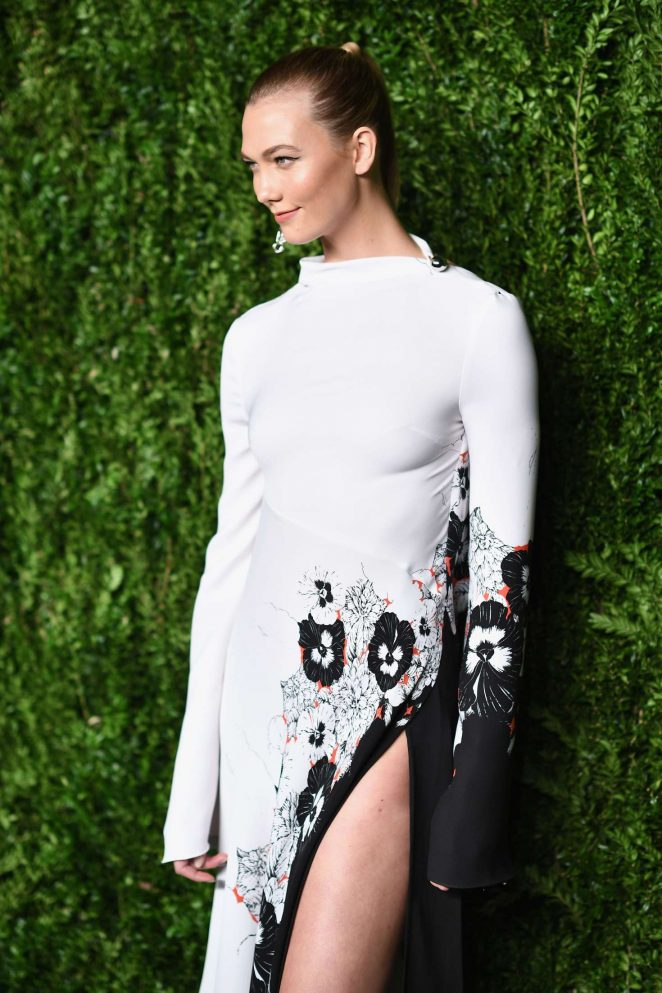 Karlie Kloss – 13th Annual CFDA/Vogue Fashion Fund Awards in NY