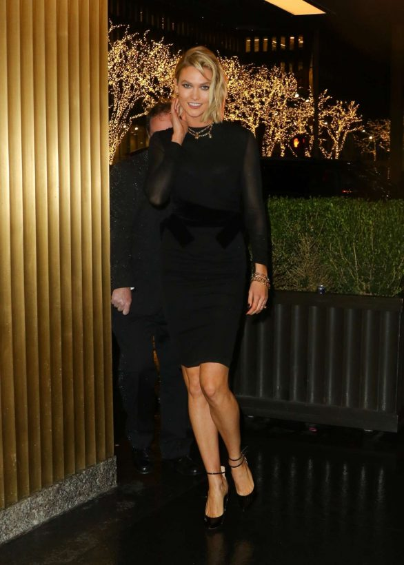 Karlie Kloss 2019 : Karlie Kloss – Arrives at The Tonight Show Starring Jimmy Fallon-10