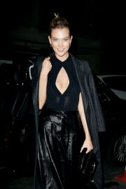 Karlie Kloss - Arrives at Tribute to Karl Lagerfeld in Paris