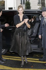 Karlie Kloss - Arriving at her hotel in Paris