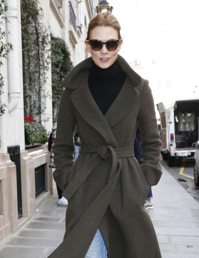 Karlie Kloss – Arriving at her hotel in Paris