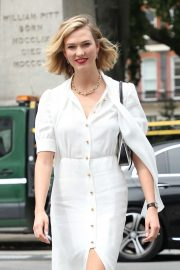 Karlie Kloss - Arriving at Vogue House for the Vogue August Issue Live Signing in London