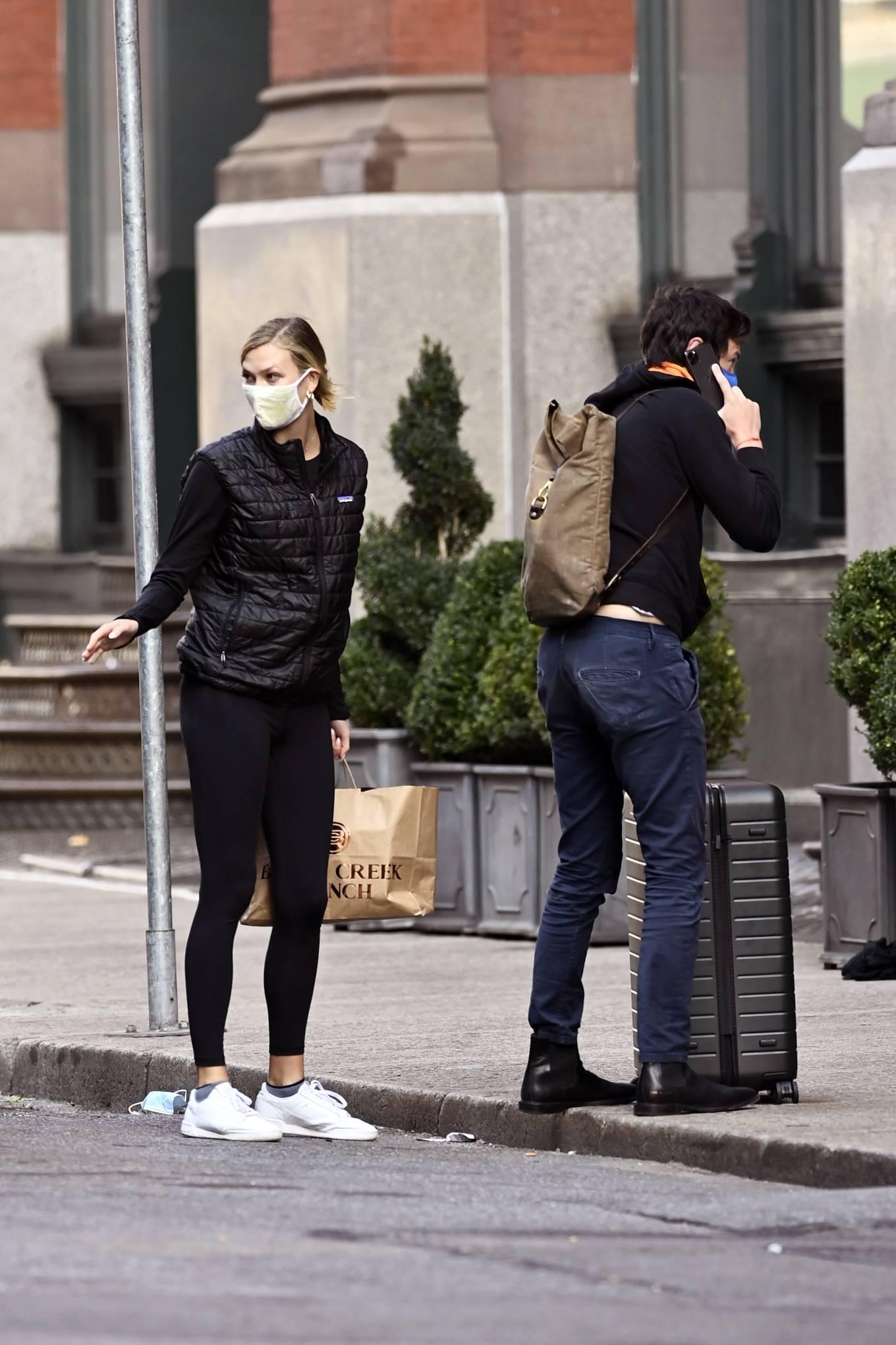 Karlie Kloss - Arriving home in New York