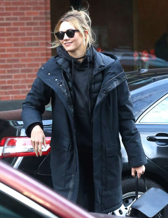 Karlie Kloss - Arriving home in New York