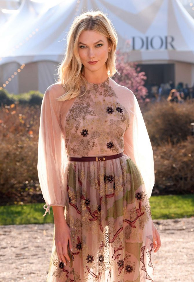 Karlie Kloss – Attends the Christian Dior Haute Couture Show in Paris