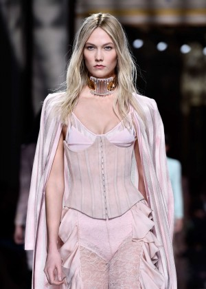 Karlie Kloss - Balmain Fashion Show 2016 in Paris