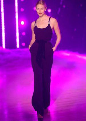 Karlie Kloss - Brandon Maxwell Show Runway 2018 in NY