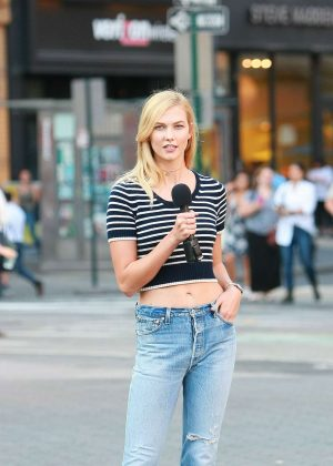 Karlie Kloss - Doing a photoshoot in NYC