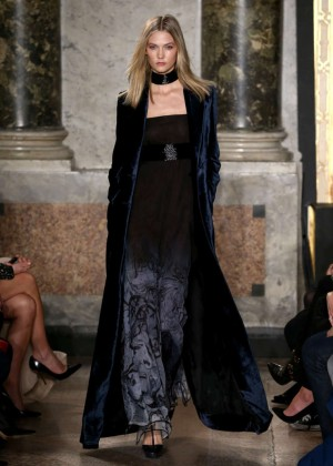 Karlie Kloss - Emilio Pucci Fashion Show 2015 in Milan