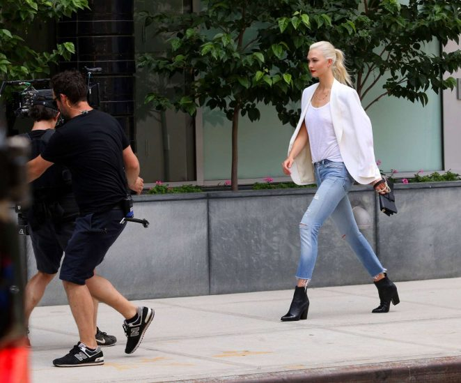 Karlie Kloss: Films a commercial in NYC -01