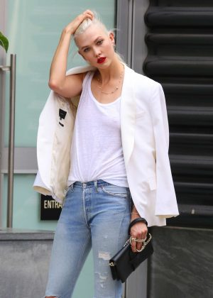 Karlie Kloss - Films a commercial in NYC