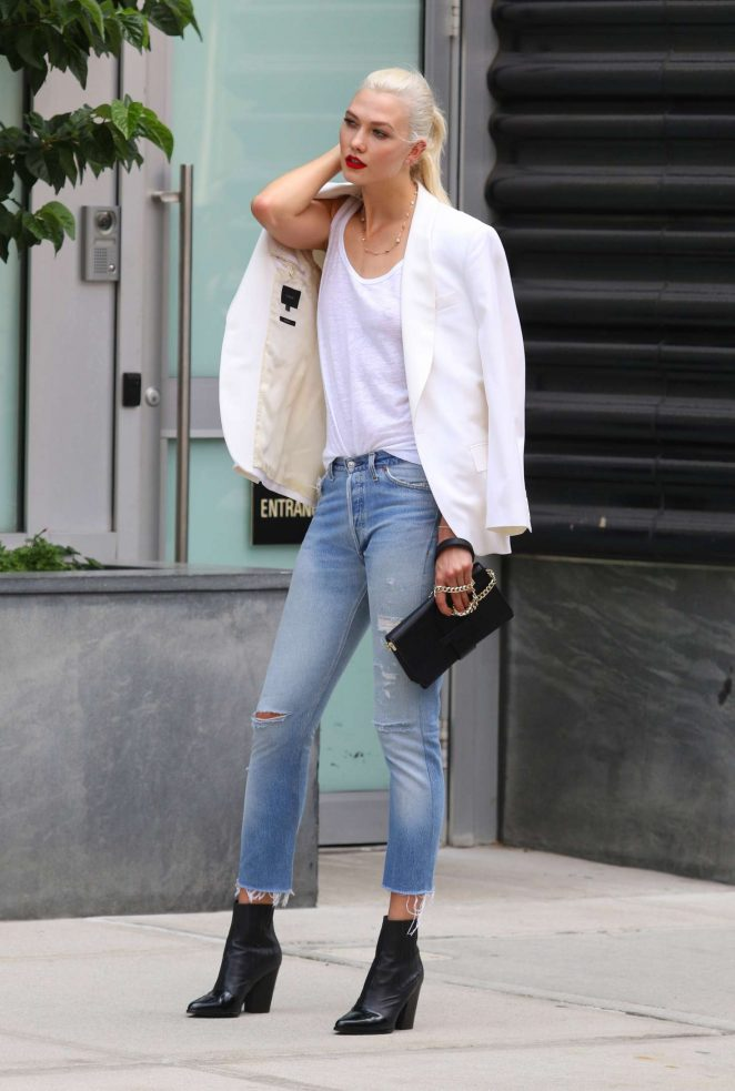 Karlie Kloss: Films a commercial in NYC -10