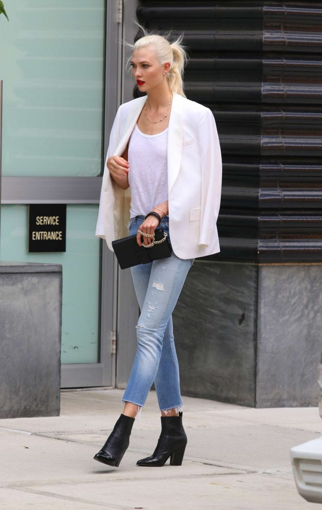 Karlie Kloss: Films a commercial in NYC -12