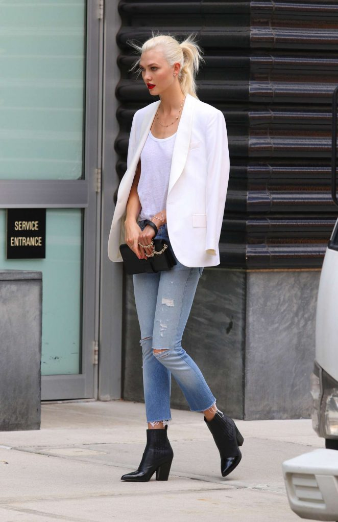 Karlie Kloss: Films a commercial in NYC -15