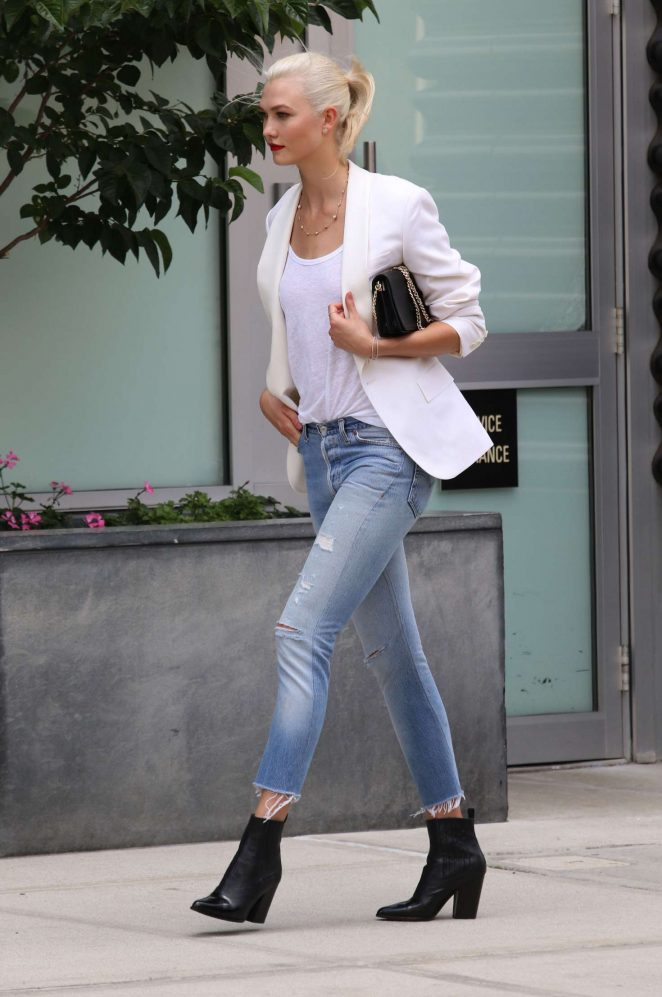 Karlie Kloss: Films a commercial in NYC -23
