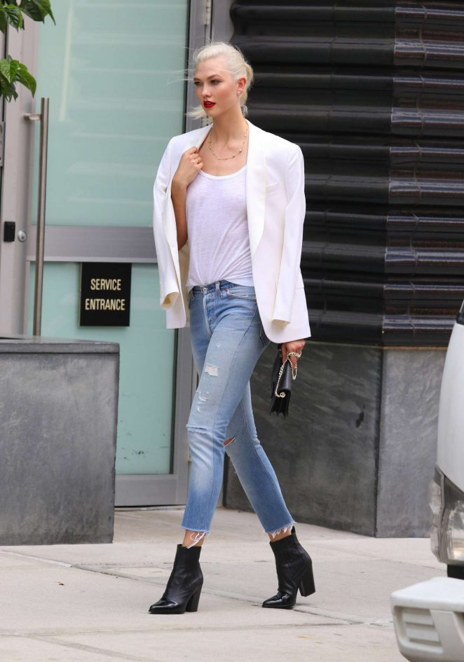Karlie Kloss: Films a commercial in NYC -25