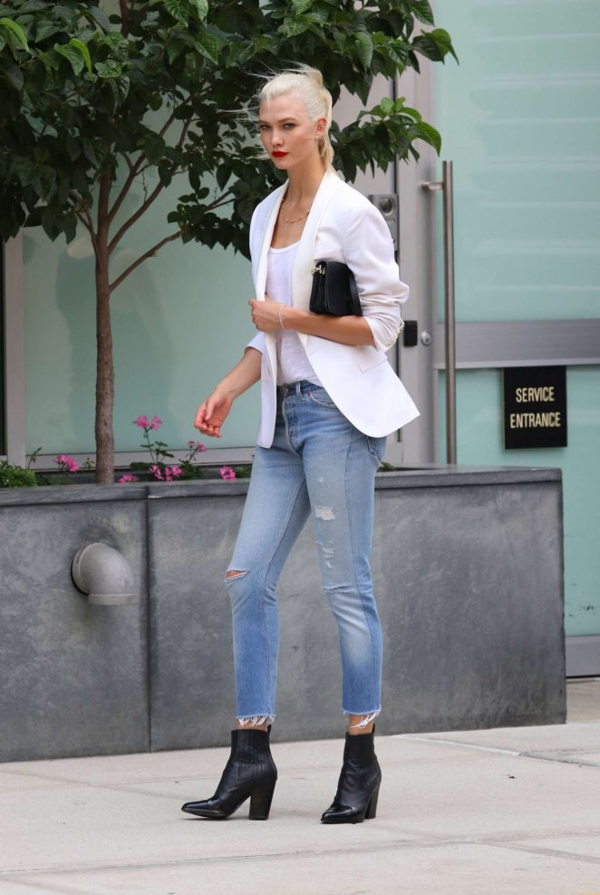 Karlie Kloss: Films a commercial in NYC -26