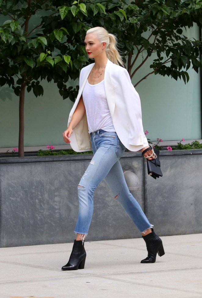 Karlie Kloss: Films a commercial in NYC -29