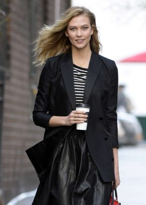 Karlie Kloss - Heading to a photoshoot in Manhattan