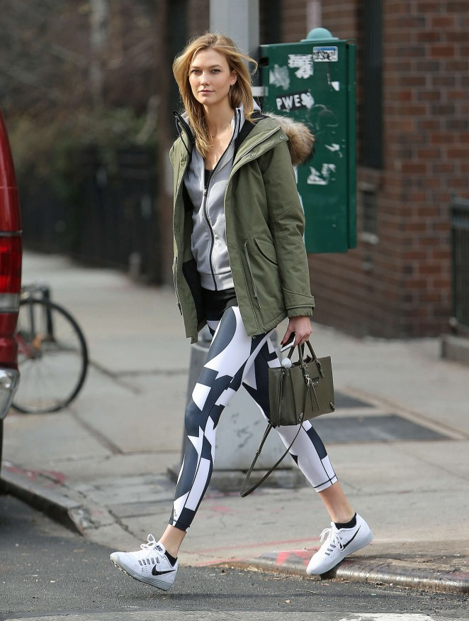 Karlie Kloss in tights heads to the gym -01
