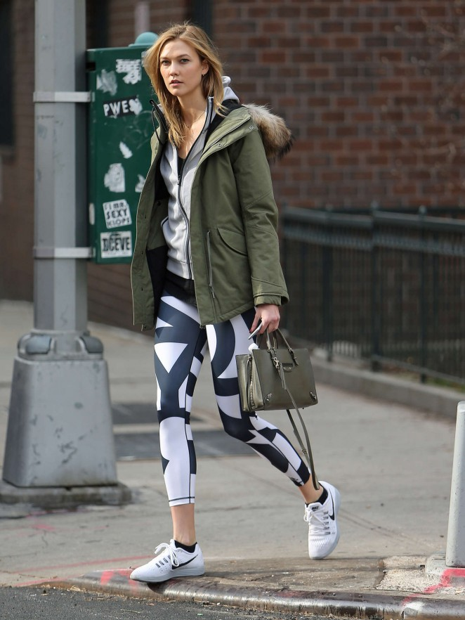 Karlie Kloss in tights heads to the gym -02