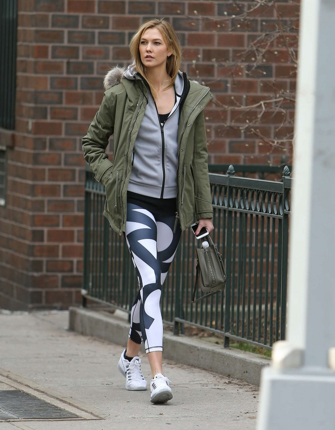 Karlie Kloss in tights heads to the gym -04
