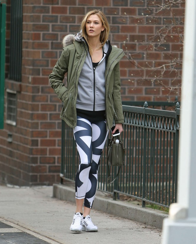 Karlie Kloss in tights heads to the gym in NYC