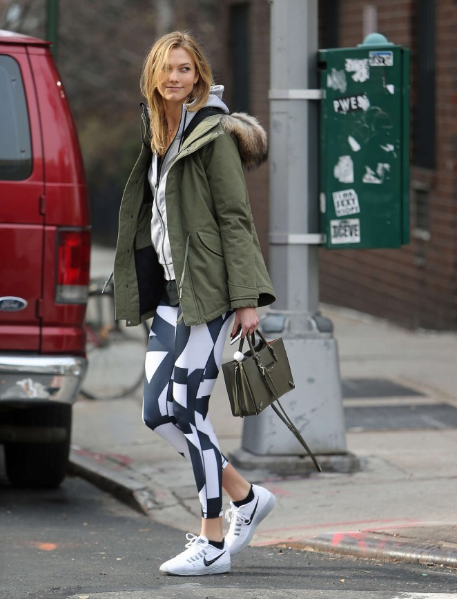 Karlie Kloss in tights heads to the gym -07