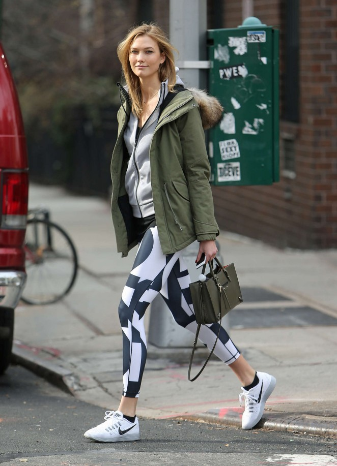 Karlie Kloss in tights heads to the gym -09
