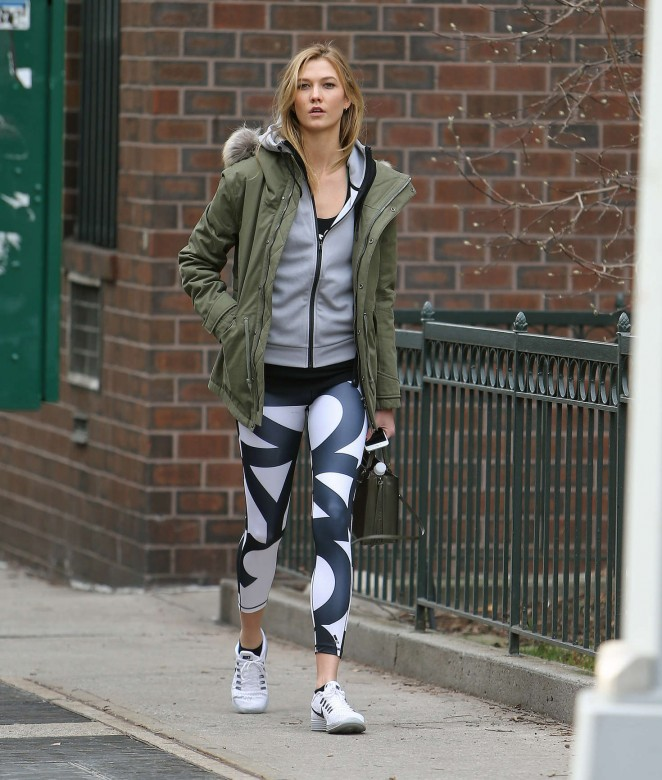 Karlie Kloss in tights heads to the gym -11
