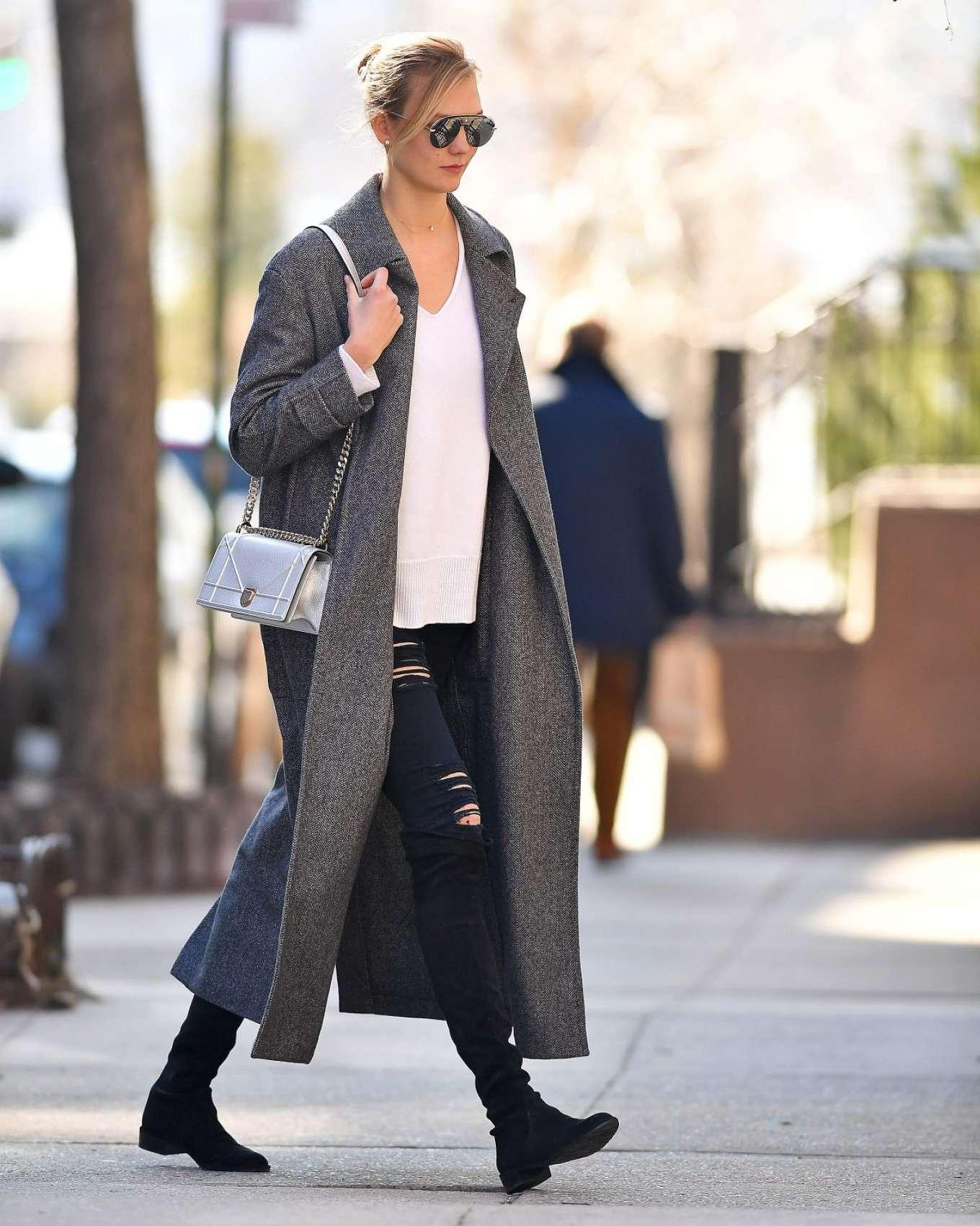 Karlie Kloss 2017 : Karlie Kloss in Grey Long Coat -10