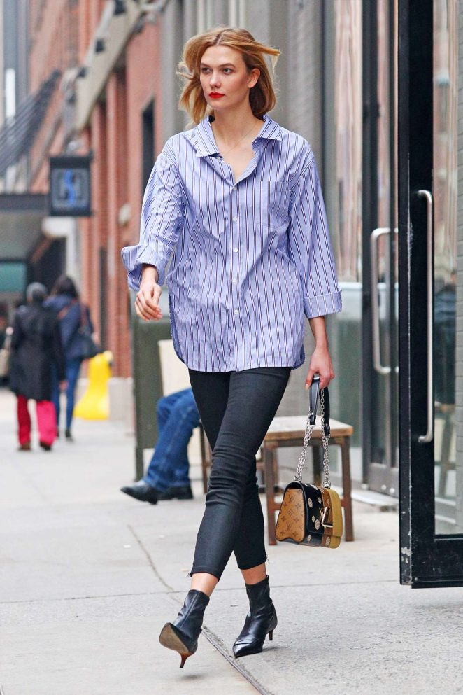 Karlie Kloss in tight jeans -02