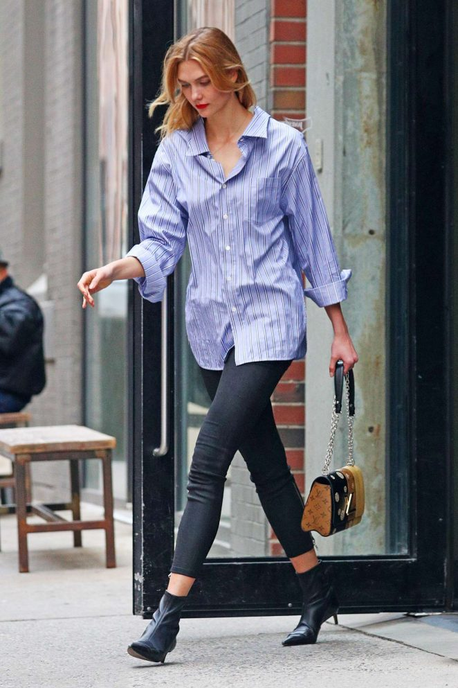 Karlie Kloss in tight jeans -04