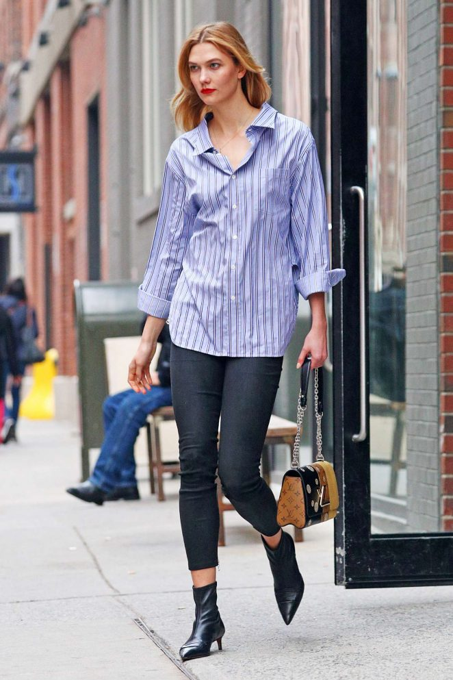 Karlie Kloss in tight jeans -05