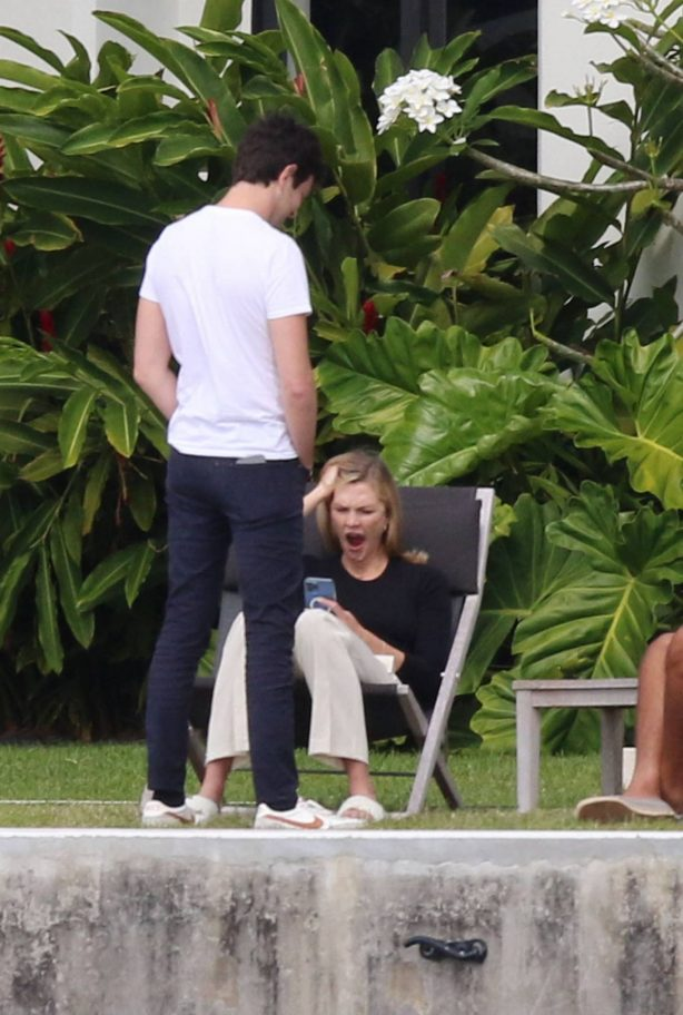 Karlie Kloss - Is spotted on a Sunday afternoon in Miami Beach