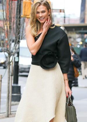 Karlie Kloss Leaving a restaurant in New York City
