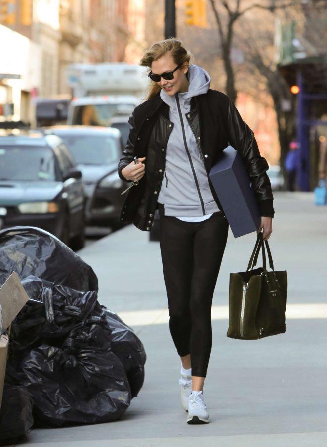 Karlie Kloss - Leaving her apartment in New York City